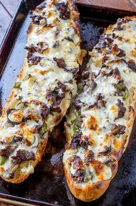 Cheese Steak Cheesy Bread Philly Cheese Steak Cheesy Bread with just a few ingredients is the taste of Philly for a crowd!Philly Cheese Steak Cheesy Bread with just a few ingredients is the taste of Philly for a crowd! Great Recipes, Favorite Recipes, Best Camping Recipes, Best Food Recipes, Campfire Recipes, Campfire Food, Top Recipes, Think Food, I Love Food