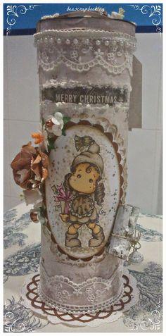 """beascrapbooking: BOTE PRINGLES ALTERADO CON SELLO """"CHRISTMAS EVE TILDA"""" COLOREADO EN SEPIA"""
