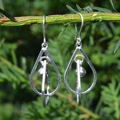 Leuke lange zilveren oorhangers