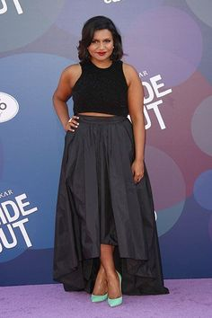 """Mindy Kaling PERFECTLY tweets back at this unnecessarily mean """"fashion blog"""""""