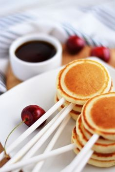 20 Bridal Brunch Ideas for a Perfect Party with the Girls - Pancake pop recipe via Little Inspiration
