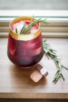 Check out this AMAZING looking Wild Roots Marionberry cocktail! :) The surprising combination of sweet marionberry and fragrant rosemary make this simple cocktail more refreshing than a rain drop! Vodka Cocktails, Easy Cocktails, Cocktail Recipes, Drink Recipes, Alcohol Recipes, Rosemary Cocktail, Smothie, Whiskey Smash, Blackberry Wine