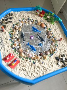 Small world tuff tray eyfs early years imaginative play Sensory Boxes, Sensory Table, Baby Sensory, Sensory Play, Eyfs Activities, Preschool Activities, Ocean Activities, Tuff Tray Ideas Toddlers, Diy Pour Enfants
