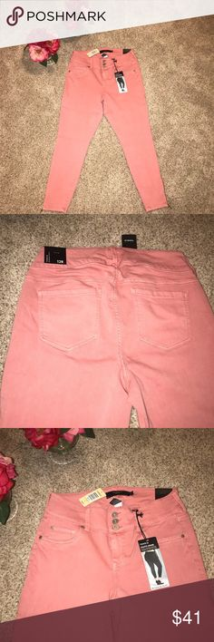 💞💞 TORRID STILETTO JEGGING BRAND NEW 💞💞 The name of the game is PASTEL! These bottoms will be the cherry on top of your Sunday brunch look. Zippered detailing at the ankle! TUMMY SMOOTHING WAISTBAND! Cropped just above the ankle! Never worn!!! 🔥🔥🔥 torrid Pants Skinny