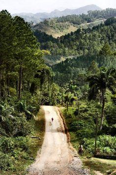 Por aquí se llega aSan Carlos y San Severino de Matanzas, Cuba. Al fondo y a la izquierda, se toma para llegar a Pinar del Río.