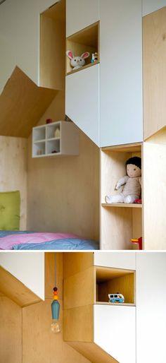 Die einzigartige Möbelkomposition wurde aus Birken-Sperrholz und MDF-Platten hergestellt.