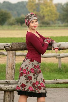 Mini Skirts - Walkrock wool skirt grey with crimson flowers S M L - a novel product by basia-kollek Remake Clothes, Diy Clothes, Clothes For Women, Red Skirts, Wool Skirts, Mini Skirts, Skirt Patterns Sewing, Clothing Patterns, Fairy Dress