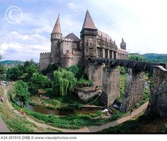 Gothic Castle in Hunedoara, Transylvania. Places Around The World, Oh The Places You'll Go, Places To Travel, Places To Visit, Around The Worlds, Beautiful Castles, Beautiful Buildings, Beautiful Places, Gothic Castle