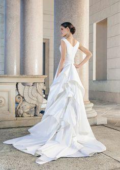 Wonderful wedding dress made of silk with great flounces as Train of Giuseppe Papini