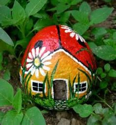 Rock art | Ladybug house Im so making this and many other rock bugs :) This could be fun with your kids too if you have ones old enough to paint. Mine is only 1 1/2 but maybe in a few years we can redecorate together :)