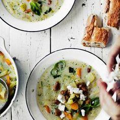 Zupa fasolowa z kurkami i młodymi jarzynami | Kwestia Smaku
