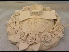 Pie Crust Designs, Bread Shaping, Bread Art, Cake Decorating Designs, Haitian Food Recipes, Braided Bread, Pastry Art, Clay Food, Food Platters