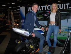 Iris Grootjans uit Beilen doet mee aan de Grid Girl Competitie 2015. Stem op haar en maak kans op 2 vrijkaarten voor de motorbeurs of 2 vrijkaarten voor de TT in Assen. http://koopplein.nl/middendrenthe/4802194/grid-girl-competitie-2015.html