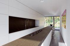 Integrated Gas Cooktop [Perke by Atelier d'Architecture Bruno Erpicum & Partners] Modern Interior Design, Interior Design Kitchen, Interior Architecture, Modern Interiors, Bauhaus, Agi Architects, Cocinas Kitchen, Interior Minimalista, Living Styles
