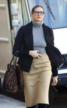 Crew style guru is known for her edgy take on preppy classics. Outfits Otoño, Fashion Outfits, I Look To You, Jenna Lyons, J Crew Style, Love Her Style, Style Icons, Trending Outfits, Celebrity Style
