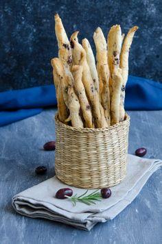Grisine cu masline - Din secretele bucătăriei chinezești Cinnamon Sticks, Biscotti, Stuffed Mushrooms, Spices, Vegetables, Food, Stuff Mushrooms, Spice, Essen