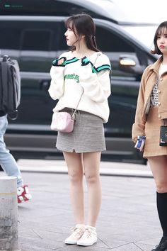 Korean Fashion – Designer Fashion Tips Fashion Idol, Kpop Fashion, Daily Fashion, Fashion Online, Girl Fashion, Fashion Looks, Fashion Outfits, Fashion Design, Airport Fashion