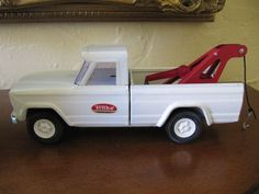 VINTAGE WHITE PRESSED STEEL TONKA JEEP TOW TRUCK TOY 1960s