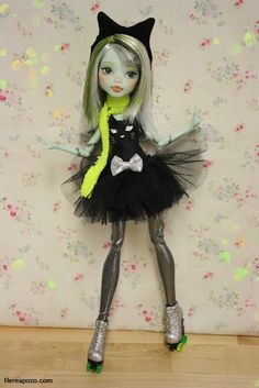 Curated by Suburban Fandom, NYC Tri-State Fan Events… Monster High Doll Clothes, Custom Monster High Dolls, Monster Dolls, Monster High Repaint, Custom Dolls, Ooak Dolls, Art Dolls, Bjd, Bratz