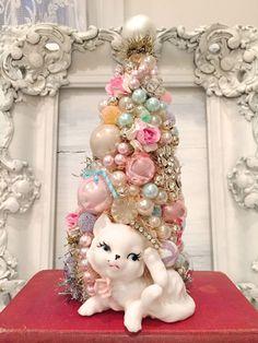 Vintage Christmas Crafts, Pink Christmas Decorations, Christmas Planters, Shabby Chic Christmas, Retro Christmas, Vintage Holiday, Christmas Holidays, Christmas Ornaments, Homemade Decorations