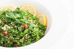 Για 4 μερίδες  Χρόνος προετοιμασίας 30λεπτά  Υλικά:  1/2 φλιτζ. μαγειρεμένη κινόα