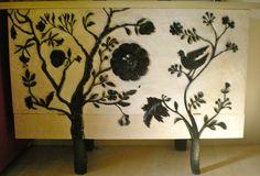 cassapanca scolpita a mano in legno di castagno  by Gianluca Carta