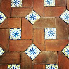 #pavment #maioliche #cotto #terracotta #loveit #igersnapoli #napoli #centrostorico #centrostoriconapoli #igersitalia #bianco #azzurro #marrone #white #cyan #brown Porch Tile, Porch Flooring, Mexican Style Kitchens, Tile Stickers Kitchen, Brick Works, Spanish Tile, Home Fireplace, House Tiles, Terrace Design