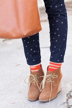 How to wear: navy polka dot skinny jeans, tan suede wedge ankle boots, Look Fashion, Fashion Shoes, Winter Fashion, Womens Fashion, Fashion Trends, Girl Fashion, Vetements Clothing, Mein Style, Wedge Ankle Boots