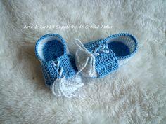 Sapatinho de Crochê Artur Encomendas personalizadas whatsapp 62 98146.4188 email artelinharj@gmail.com Instagram: @croche_artelinha www.elo7.com.br/crocheartelinha