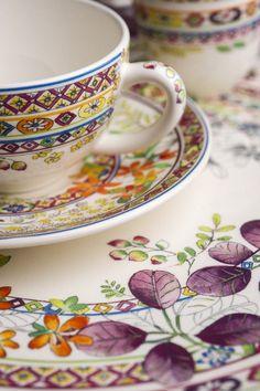 Geschirr mit Blumen-Motiven Schönes Verbindet: Plattform für Lifestyle und Trends