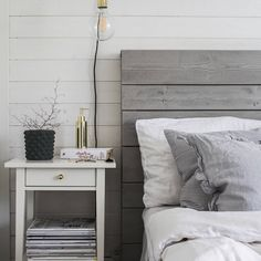 Dark walls interior and art Wood Plank Walls, Wood Planks, Master Bedroom, Bedroom Decor, Roomspiration, Dark Walls, House Goals, Decorating Tips, Home Furnishings