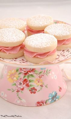 Pink Piccadilly Pastries: Melting Moments Sandwiches with Fresh Raspberry Buttercream(Baking Cookies And Shit) Cookie Recipes, Dessert Recipes, Tea Party Desserts, Tea Party Cakes, Pink Desserts, Melting Moments Cookies, Afternoon Tea Recipes, Afternoon Tea Cakes, Afternoon Tea Parties