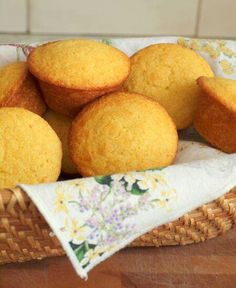 TESTED & PERFECTED RECIPE - These tender & sweet cornbread muffins are the perfect accompaniment to any Southern barbecue or Southwestern style dish. Sweet Cornbread Muffins, Healthy Cornbread, Honey Cornbread, Simple Cornbread Recipe, Cornmeal Muffins Recipe, Jiffy Cornbread Recipes, Homemade Cornbread, Homemade Breads, Muffin Bread
