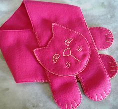 Cute girl's scarf Fleece Projects, Easy Sewing Projects, Sewing Crafts, Sewing For Kids, Baby Sewing, Sewing Paterns, Knitting Dolls Clothes, Sewing Alterations, Cat Scarf
