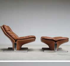 Titina Ammannati and Giampiero Vitelli; Chromed Metal and Leather Lounge Chair and Ottoman for Brunati, 1970s.