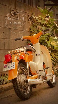 My Little Cub at Nakano 02 Source by LessiesMoto Honda Scooters, Honda Motorcycles, Vintage Motorcycles, Honda Cub, Custom Bobber, Cup Art, Motosport, Motorcycle Clubs, Classic Bikes