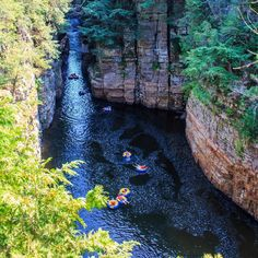 You Can Go Lazy River Tubing Through An Ancient Canyon Just Across The Border From Ontario - Narcity Camping Snacks, Camping Stuff, Camping Tips, Tent Camping, Places To Travel, Places To See, Camping Drawing, Ontario Travel, Ontario Camping