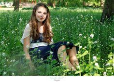 Portrait of a girl sitting in a flower meadow| Portrait eines Mädchens in einer Blumenwiese während einer Jugendweihe|Neubrandenburg| Hendrikje Richert Fotografie| www.facebook.com/HendrikjeRichertFotografie