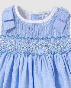 Vestido de bebé niña Dulces en azul con bordado smock · Dulces · Moda · El a0564968502