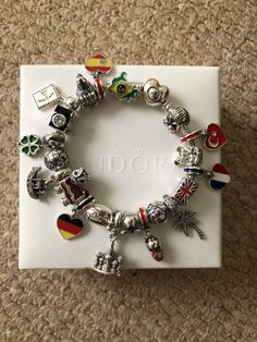 >>>Pandora Jewelry OFF! >>>Visit>> PANDORA wanderlust travel charms and pandora silver heart clasp moments bracelet Finally completed collecting country flag charms and building charms really pleased with the end result 👍🏼 Pandora Travel Charms, Pandora Bracelet Charms, Pandora Rings, Pandora Jewelry, Pandora Collection, Cute Jewelry, Gold Jewelry, Jewellery, Couture