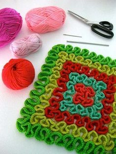 Squiggle Crochet Potholders, by Sarah London Wiggly Crochet, Grannies Crochet, Crochet Motifs, Crochet Potholders, Crochet Stitches Patterns, Crochet Squares, Vintage Potholders, Crochet Scrubbies, Crochet Home