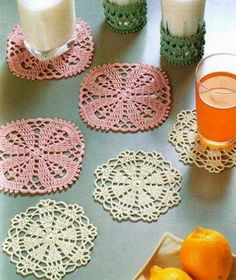 Sweet Crochet Coasters Lace doilies with flower in center The Coasters crochet pattern / diagram … Filet Crochet, Art Au Crochet, Crochet Gratis, Crochet Doily Patterns, Crochet Squares, Crochet Home, Thread Crochet, Crochet Motif, Diy Crochet