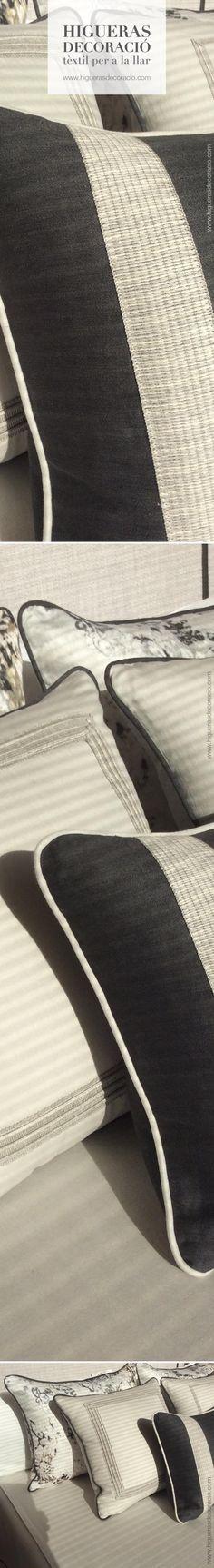 #Cojines de seda de diferentes colores y tamaños. #Cojín estampado con sutiles pinceladas florales. #Cojín con elementos borddados.  #Coixins de seda de diferents colors i mides. #Coixí estampat amb subtils pinzellades florals. #Coixí amb elements brodats. www.higuerasdecoracio.com