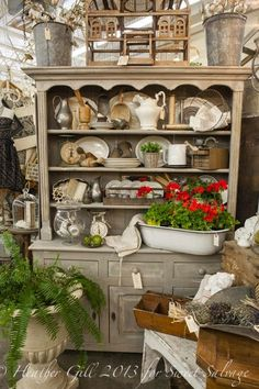 Antique Vintage Decor Vintage Show Off: Tips for a Narrow Booth - Make the Narrow Wall Look Wider Antique Store Displays, Flea Market Displays, Flea Market Booth, Vintage Display, Antique Stores, Flea Markets, Shop Displays, Retail Displays, Jewelry Displays