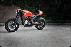 Hot color scheme and a nice custom KTM Motard.