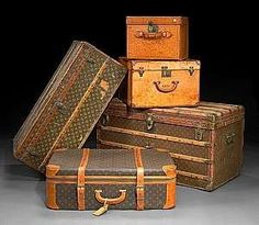 Vintage Louis Vuitton luggage and trunks. Valija Louis Vuitton, Vintage Louis Vuitton Luggage, Louis Vuitton Suitcase, Vuitton Bag, Louis Vuitton Handbags, Old Luggage, Luxury Luggage, Luxury Travel, Vintage Suitcases