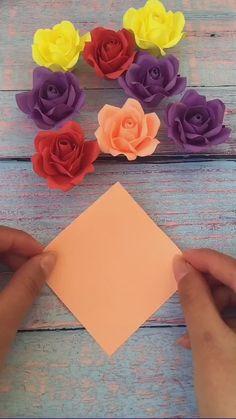 Cool Paper Crafts, Paper Crafts Origami, Fun Crafts, Oragami, Paper Flowers Craft, Flower Crafts, Diy Paper Roses, Flower Diy, Diy Crafts Hacks