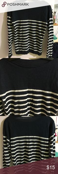 Linen Striped Boatneck Sweater Navy and white striped linen boatneck sweater from uniqlo. Very lightly worn. Uniqlo Sweaters Crew & Scoop Necks