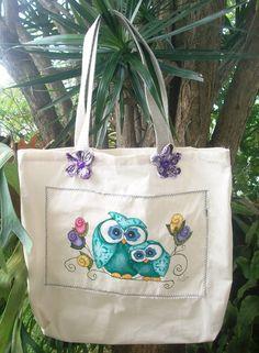 Bolsa em tecido de algodão cru, pintada à mão.