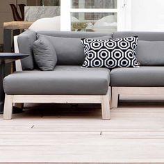 Loungemeubels TEAK I Uniek design by Royal Design Diy Outdoor Furniture, Wooden Furniture, Furniture Design, Garden Sofa Set, Furniture Catalog, Royal Design, Outdoor Living, Love Seat, Couch